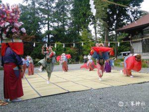 諏訪神社祭奉納獅子舞